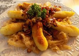 Křupavé bramborové šišky se zelím a slaninovou cibulkou recept ...