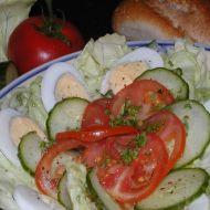 Pikantní hlávkový salát s vejci recept