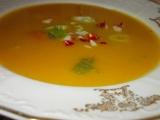 Dýňová polévka s chilli papričkou a zakysanou smetanou recept ...