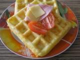 Vafle se sýrem, šunkou a bylinkami recept