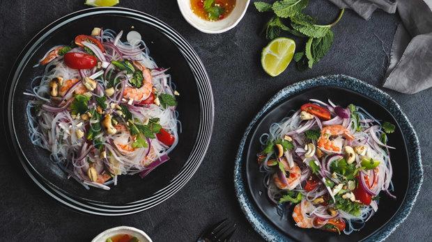 Thajský salát s krevetami a skleněnými nudlemi