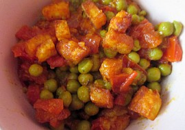 Matar paneer  hrášek se sýrem a rajčaty recept