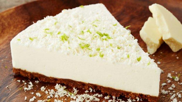 Limetkový cheesecake s bílou čokoládou a karamelovými sušenkami