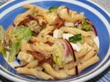 Těstovinový salát se sušenými rajčaty a hermelínem recept ...
