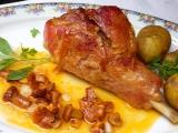 Krůtí stehno na víně s liškami a šalvějí recept