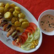 Kuřecí ražniči s klobásou a pečenými bramborovými dukátky recept ...