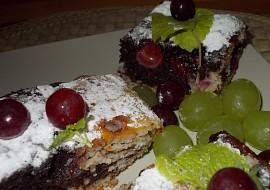 Barevná a vláčná buchta  cik  cak s ovocem recept