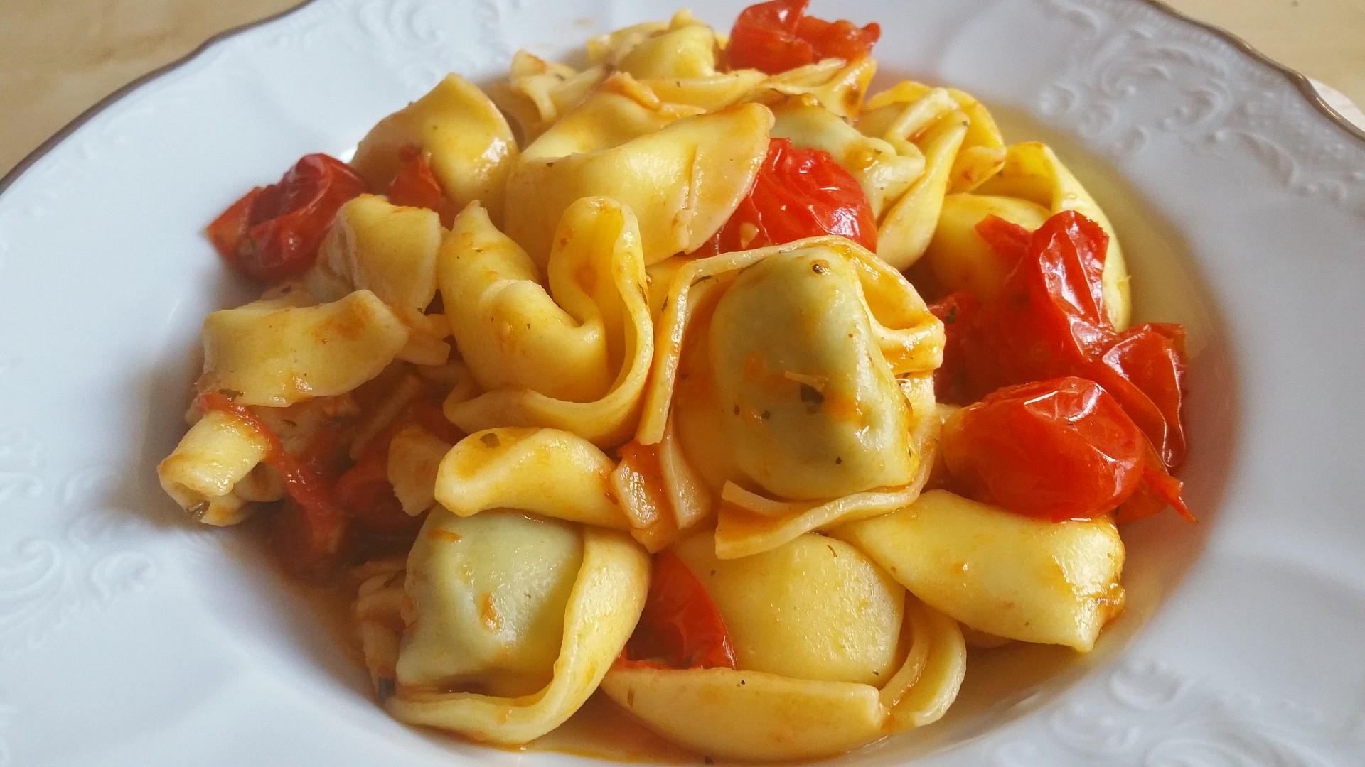Tortellini v rajčatové omáčce recept