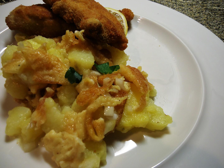 Teplý bramborový salát s vaječným svítkem recept