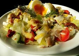 Salát s uzenou makrelou recept