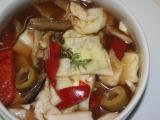 Pikantní zelný salát se sušenými houbami recept