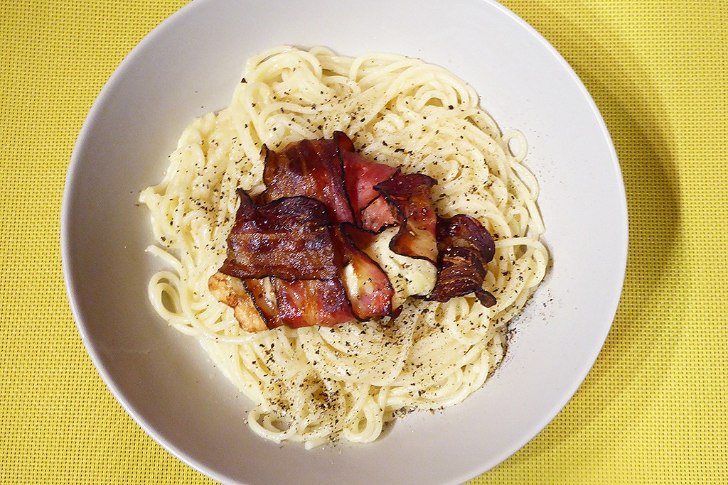 Parmezánové špagety se slaninou a mozzarellou recept ...