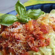 Těstoviny s rajčaty a slaninou recept