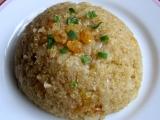 Quinoa s rozinkami a karamelizovanou cibulí recept