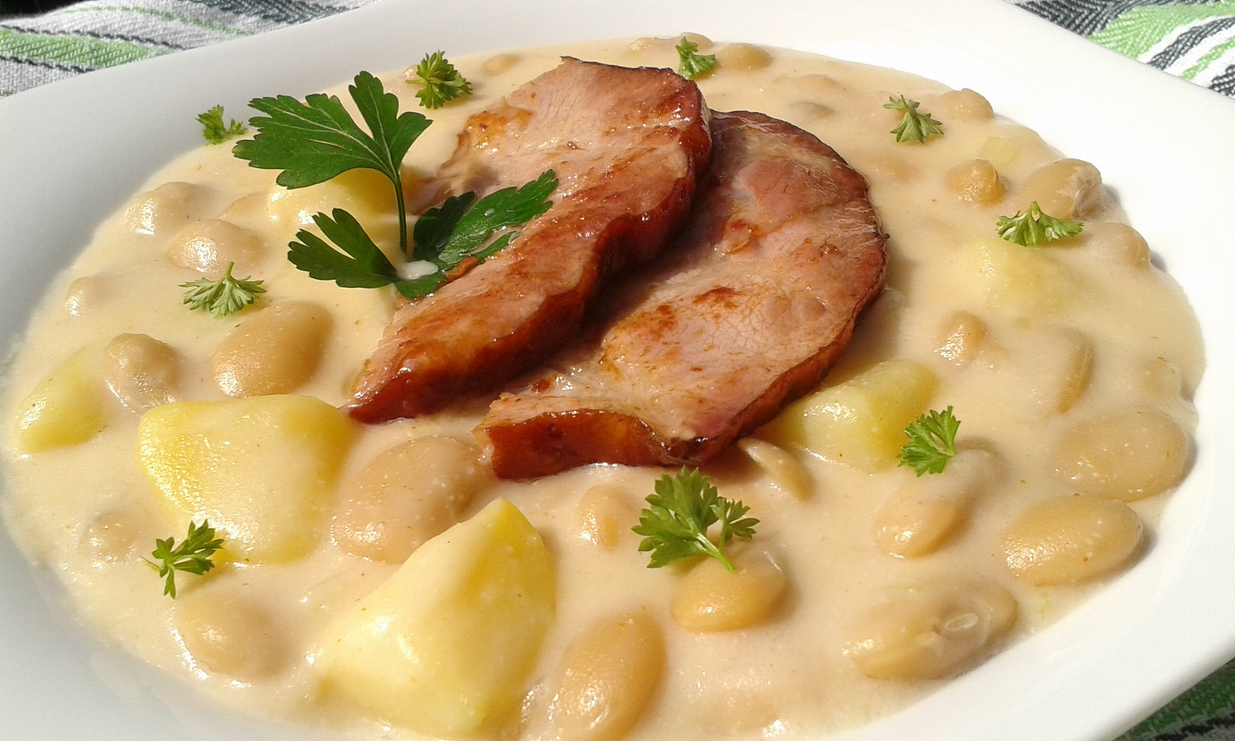Bílé fazole s bramborami a smetanou recept