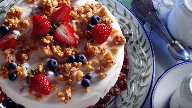 Nepečený tvarohový dort s letním ovocem