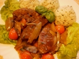 Vepřová játra na bazalce a rajčatech recept