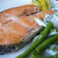 Steak z mořského lososa s fazolkami recept