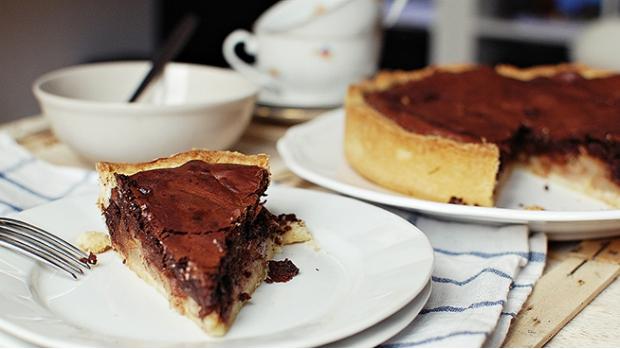 Neodolatelný koláč s hruškami a čokoládou
