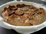Celozrnný koláč s tvarohem, švestkami a ořechy recept ...
