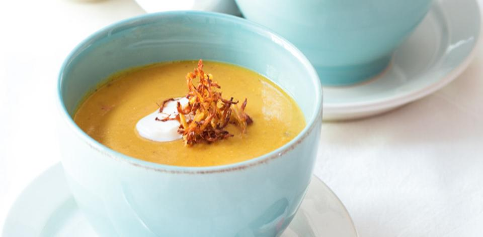 Polévka z červené čočky s křupavým zázvorem