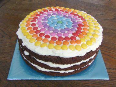 Čokoládový dort s lentilkami