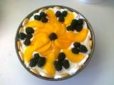Nepečený piškotový dort s ovocem a zakysanou smetanou recept ...