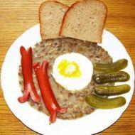 Čočka s párkem, vejcem a okurkou recept