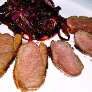Medová pečená kachní prsa se směsí z červené cibule recept ...