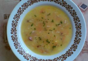 Jemná polévka s uzeným masem, zeleninou a rýží