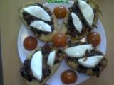 Bruschetta s karamelovou cibulí a sušenými rajčaty recept ...