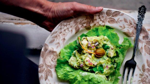Avokádový salát s kuřetem