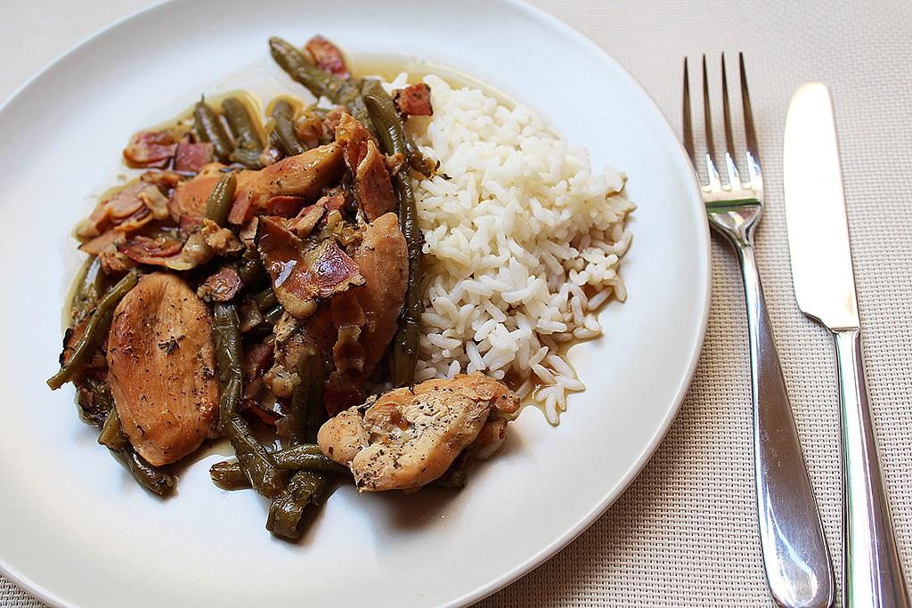 Slaninové kuře se zelenými fazolkami recept