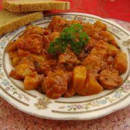 Bramborový guláš s kabanosem recept