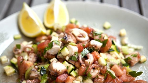 Středomořský salát s chobotnicí