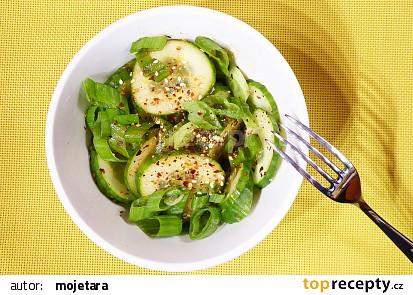 Korejský okurkový salát se sezamem recept