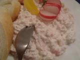 Salát z krabích tyčinek a ananasu recept