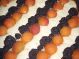 Kynutý pruhovaný koláč tří chutí recept
