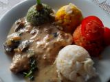 Vepřové kotlety na houbách s rýží čtyř barev recept