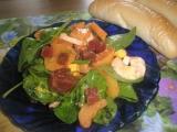 Lehký bramborový salát s červenou řepou a špenátem recept ...