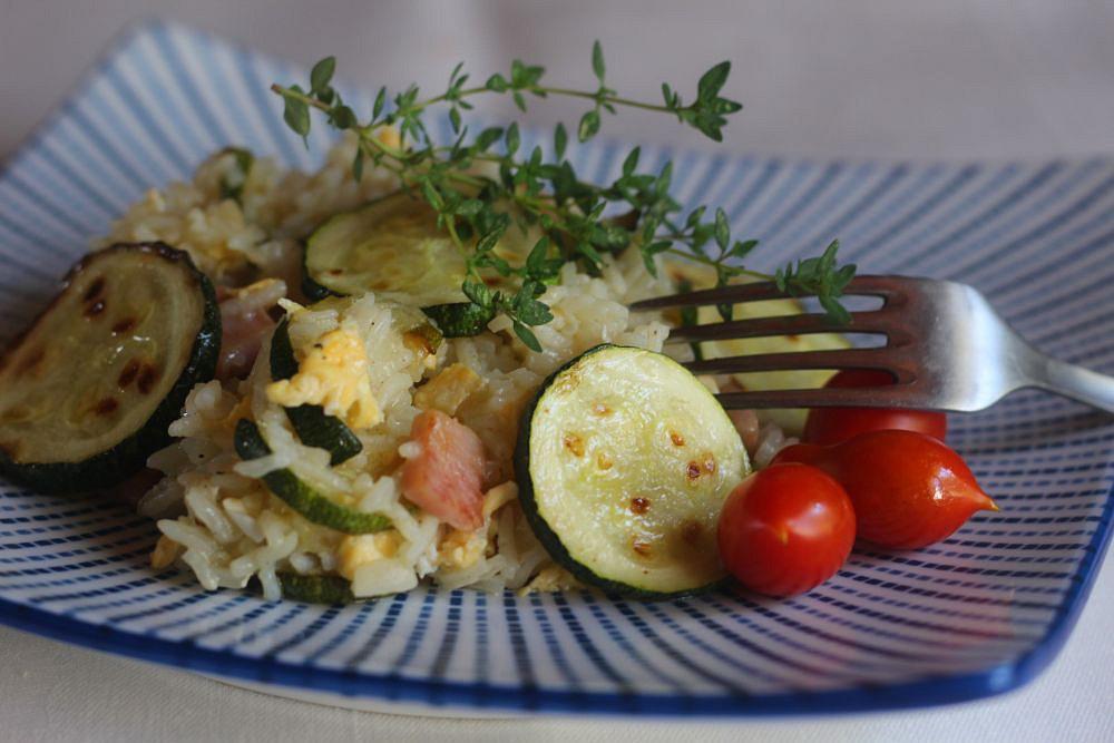 Rýže s cuketou, šunkou a vejci recept