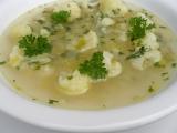 Jednoduchá květáková polévka s pórkem a řapíkatým celerem ...