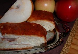 Jablečný (hruškový) závin s tvarohem  kynutý
