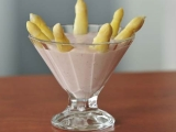Rychlý dezert z chřestových špiček s jahodovo-tvarohovým krémem ...
