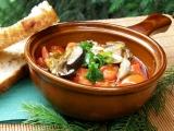 Houbový guláš s paprikou a rajčaty recept