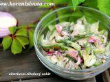 Okurkovo-cibulový salát se zakysankou trochu jinak... recept ...