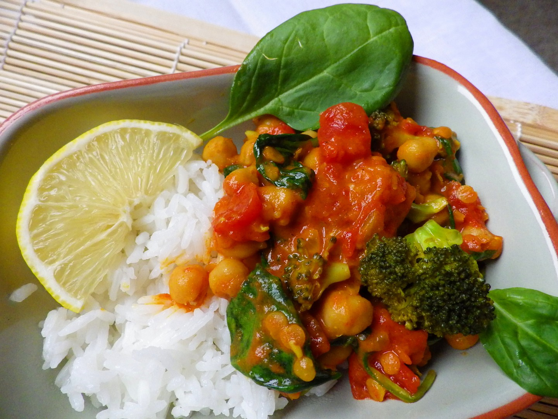 Cizrnové kari se špenátem a brokolicí recept