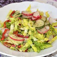 Salát s ředkvičkami, kapií, rajčaty a okurkou recept