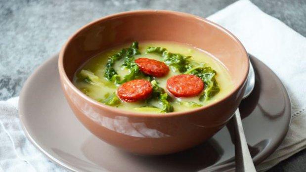 Kapustová polévka Caldo verde