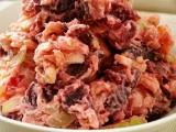 Růžový bramborový salát recept